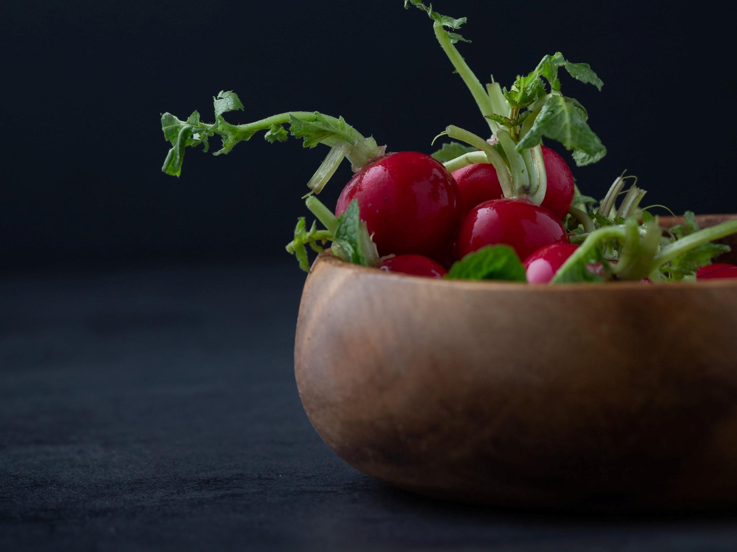 warzywa odrastające z resztek - rzodkiewka, buraki, rzepa resztki warzyw